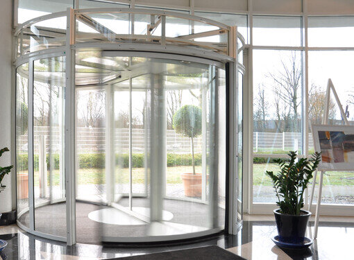 VIDEO: record K 21 Revolving Door
